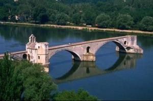Авиньонский мост - достопримечательность Франции
