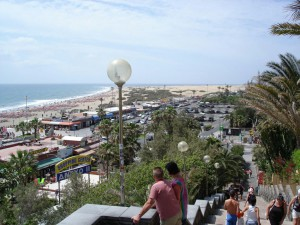 путь на пляж Плайя-дель-Инглес