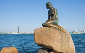 статуя Маленькой Русалочки в Копенгагене